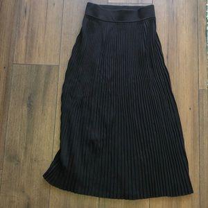 Aritzia Babaton knit pleated midi skirt